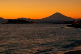 稲村ケ崎から見る影富士